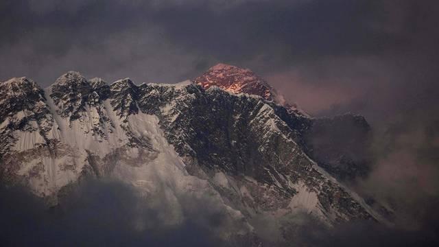 Hochalpine Rekordjagd: Der Mount Everest im Abendlicht (Archiv)