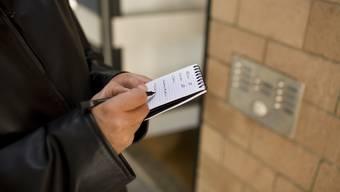 Das Gesetz, welches die Überwachung von Versicherten regeln soll, kommt am 25. November an die Urne. (Symbolbild)