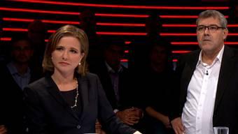 FDP-Nationalrätin Christa Markwalder und SP-Nationalrat Eric Nussbaumer lauschen in der Arena vom 23. Oktober 2015 den Ausführungen von Roger Köppel (SVP) und Thomas Minder (Schaffhausen).