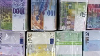 Die EU-Finanzminister haben am Dienstag in Brüssel eine schwarze Liste mit 15 Steueroasen verabschiedet. Die Schweiz bleibt vorläufig auf der grauen Liste. (Archiv)