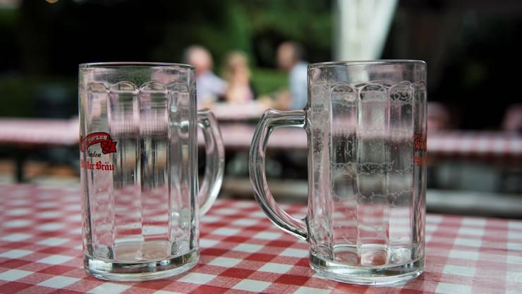 Schon nach einem Humpen war die Freibierstunde vorbei: Wollten Biertrinker ein zweites Glas, mussten sie dafür bezahlen.