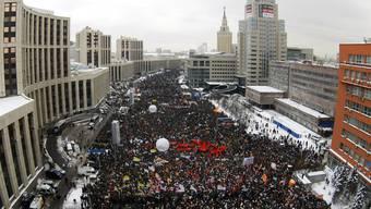 Tausende Russen protestieren in Moskau gegen die Putin-Regierung