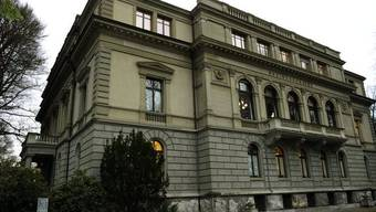 Der Schachtdeckelwerfer muss sich vor dem Bezirksgericht Winterthur verantworten. Wann der Prozess stattfindet ist noch nicht klar. (Symbolbild)