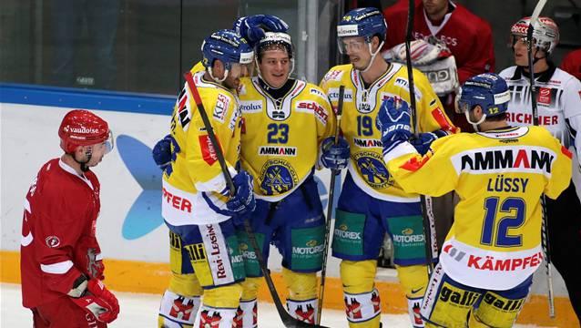Langenthals Daniel Carbis (2.v.l.) feiert sein Tor mit den Teamkameraden Noel Guyaz (l.), Tim Bucher (2.v.r.) und Silvan Lüssy (r.). Quelle: Keystone