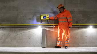 Christian Ginsig, SBB, anlaesslich der Baustellenbegehung Boezbergtunnel am Montag, 1. April 2019, in Schinznach Dorf. Die SBB realisiert einen 4-Meter-Korridor auf der Gotthard-Achse bis Ende 2020. (KEYSTONE/Alexandra Wey)