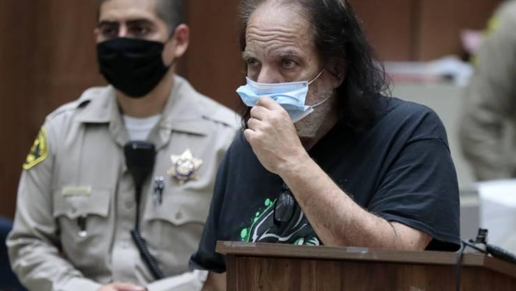 Der US-Porno-Star Ron Jeremy steht wegen mehrfacher Vergewaltigung vor Gericht. (Archivbild)