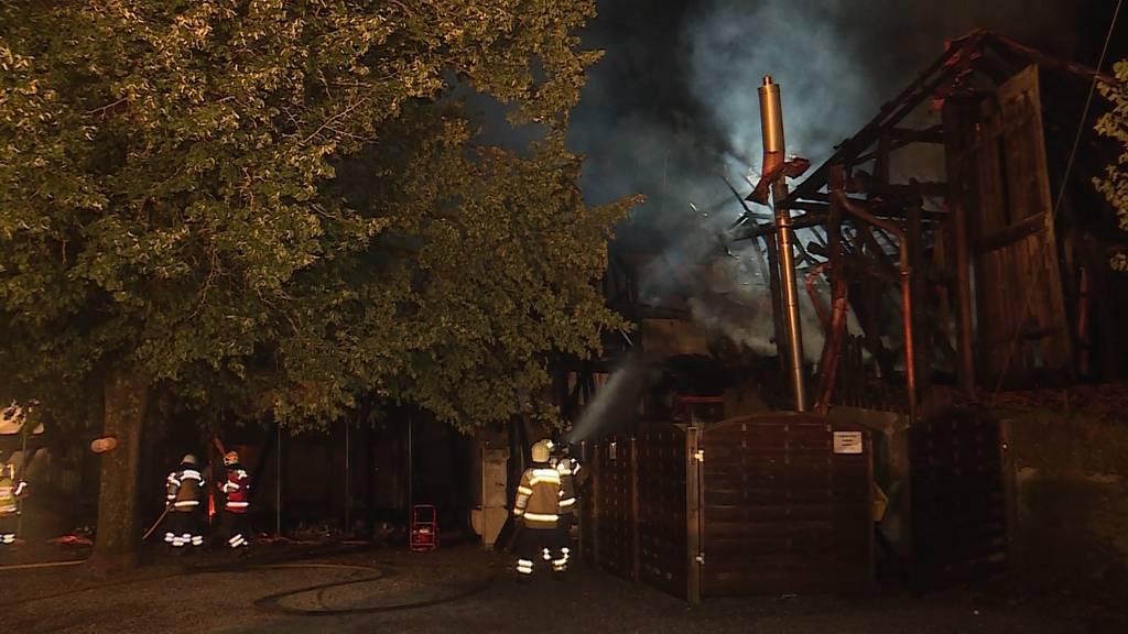 Bauernhaus in Aetingen brennt lichterloh