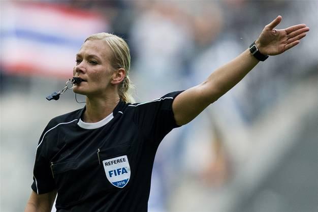 Bibiana Steinhaus leitete als erste Frau in der Bundesliga ein Spiel.
