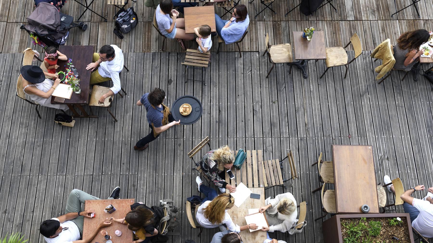 Weil sein Sandwich nicht schnell genug zubereitet wurde, erschoss ein Restaurant-Gast nahe Paris einen Kellner. (Symbolbild)