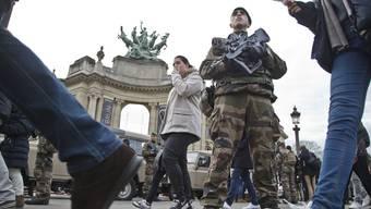 Soldaten der französischen Fremdenlegion auf der Champs Elysée