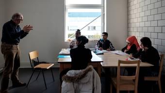 Noch nehmen erst wenige am Unterricht teil, das Programm zur Beschäftigung von jungen Asylsuchenden läuft nun an. Bald sollen in den Räumlichkeiten in Aarau bis zu 60 Jugendliche ein- und ausgehen.