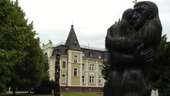 Das «Schloss Bad Zurzach» steht mitten in einer Grünzone – muss sie öffentlich zugänglich sein? az/Archiv