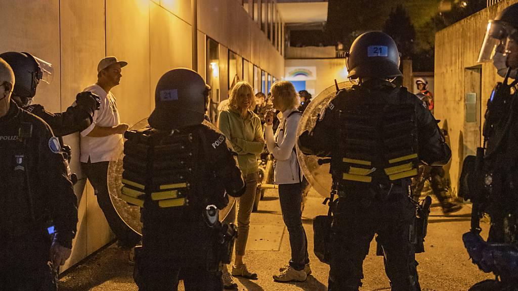 Polizei weist 60 mögliche Corona-Demonstranten weg