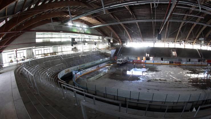 Der Blick nach Süden zeigt: Im Eisstadion Kleinholz ist in den vergangenen gut drei Monaten viel gegangen. Mehr Licht, aber auch mehr Beton dominieren das neue schmucke Zuhause der Oltner Eissportvereine.
