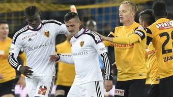 Taulant Xhaka (mitte) geriet im letzten Spiel gegen YB mit Renato Steffen aneinander