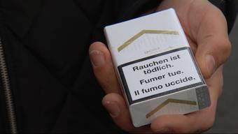 Im Aargau kaufen viele Jugendliche unter 16 Jahren Zigaretten. Wie einfach es wirklich ist, testet Tele M1 nun mit einem 15-jährigen Schüler.