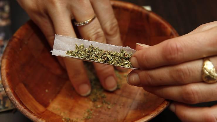 Sucht Schweiz möchte, dass dem Gesundheitsaspekt bei der Legalisierung von Cannabis mehr Aufmerksamkeit geschenkt wird. (Symbolbild)