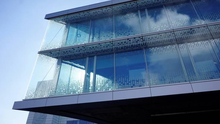 Die Aktien von Biogen sackten zur Eröffnung an der Wall Street um knapp 30 Prozent ab. Im Bild: Das Biogen-Gebäude in Luterbach. (Archivbild)