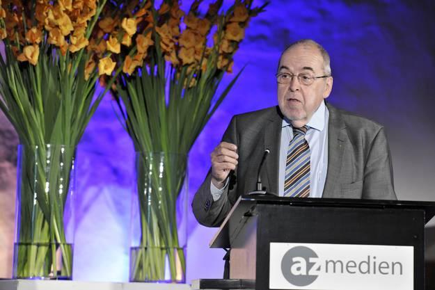Verleger waren in den letzten Jahren zu bequen und arrogant: Medienprofi Karl Lüönd sparte an der GV der AZ Medien AG nicht mit Kritik.