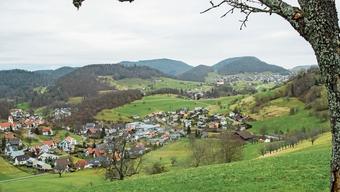 Im politischen Gilgenberg kehrte wieder Ruhe ein: Im Vordergrund sieht man Meltingen, weiter hinten Zullwil und rechts oben Nunningen.