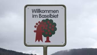 20 Jahre Laufental beim Baselbiet: Tafel Schild Willkommen im Baselbiet und Ortstafel Ortsschild Laufen