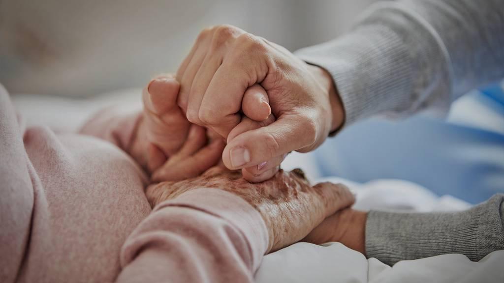 Grosse Freude in Alters- und Pflegeheimen: Wieder mehr Besuch erlaubt