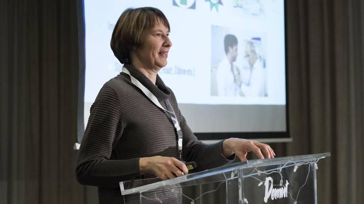 Pflegefachfrau Judith Jung spricht über das Schweizer Gesundheitssystem sowie über das Thema Alkohol.