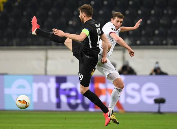 Zwei alte Bekannte im Duell: Frankfurt-Captain David Abraham und Fabian Frei spielten einst zusammen beim FCB.