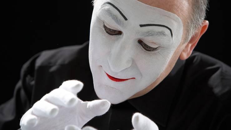 Der Pantomime Carlos Martinez zeigt an der Nacht des Glaubens «Mime à la Carte». Seit 1982 arbeitet der Spanier professionell als geräuschloser Darsteller und ist damit global erfolgreich. Martinez hat vier DVDs und mehrere Bücher zu seiner Profession veröffentlicht. 21.00 Uhr, 23.00 Uhr, Theater Fauteuil, Tabourettli, Pantomime
