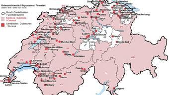Die Karte zur Charta der Lohngleichheit im öffentlichen Sektor: Die eingefärbten Kantone und die rot vermerkten Gemeinden haben sie unterzeichnet.