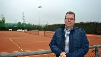 Peter Lüscher, Präsident des Tennisclubs Möhlin, arbeitet mit seinen Mitstreitern für eine feste Tennishalle. Nadine Böni