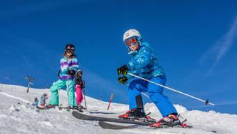 Voll im Schuss: Schulkinder geniessen ihr Skilager in Elm. Wegen der hohen Kosten könnte es damit schon bald vorbei sein.