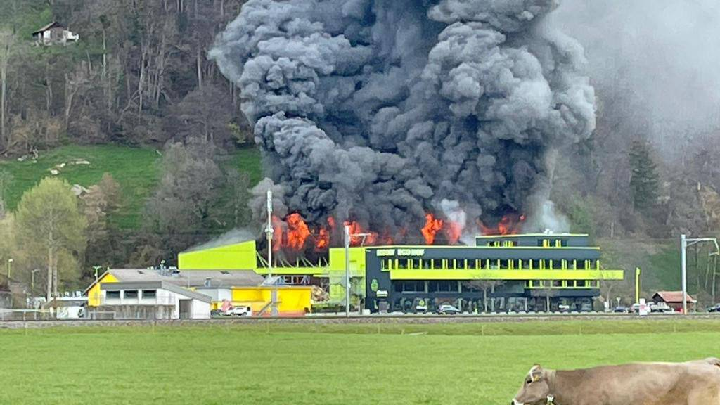 Grossbrand in Recycling Center: Eine Million Franken Schaden erwartet