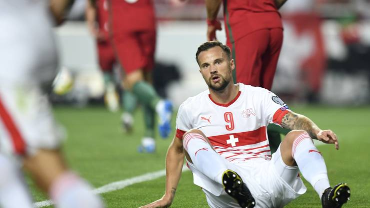 Switzerland's Haris Seferovic sits on the ground, during the 2018 Fifa World Cup Russia group B qualification soccer match between Portugal and Switzerland at the Estadio da Luz stadium, in Lisbon, Portugal, Tuesday, October 10, 2017. (KEYSTONE/Laurent Gillieron)