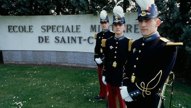 Schüler der berühmt-berüchtigten Militärakademie Saint-Cyr.