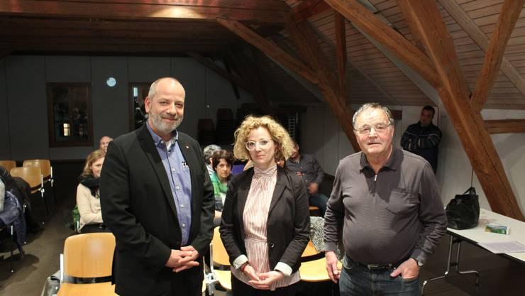 Von links: die drei Referierenden Markus Dick (Operativer Leiter des Asylkreises Unterbucheggberg), Anne Birk (Amt für soziale Sicherheit) und Hans Neeracher (Gründer Asylantenschule)