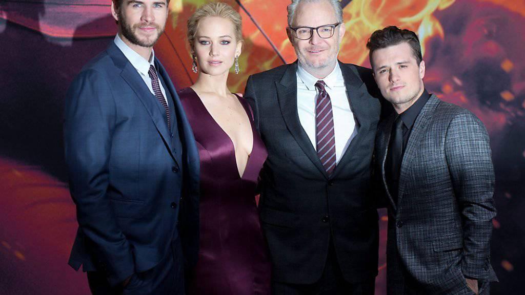 Weltpremiere in Berlin: Liam Hemsworth (l), Jennifer Lawrence, Regisseur Francis Lawrence und Josh Hutchinson.