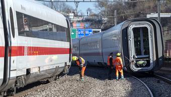 View of a Deutsche Bahn's (DB) derailed Intercity Train (ICE) in Basel, Switzerland, on Monday, February 18, 2019. The railway line between Switzerland and Germany is currently interrupted. (KEYSTONE/Georgios Kefalas)