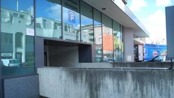 Die Parkhäuser im Zentrum von Dietikon haben seit Anfang März in Absprache mit dem Stadtrat die Tarife vereinheitlicht. So wird die erste Stunde im Parkhaus Löwenzentrum, Parkhaus Nextra und Parkhaus am Kirchplatz mit 50 Rappen verrechnet. In letzterem war das Parken in der ersten Stunde bisher umsonst.