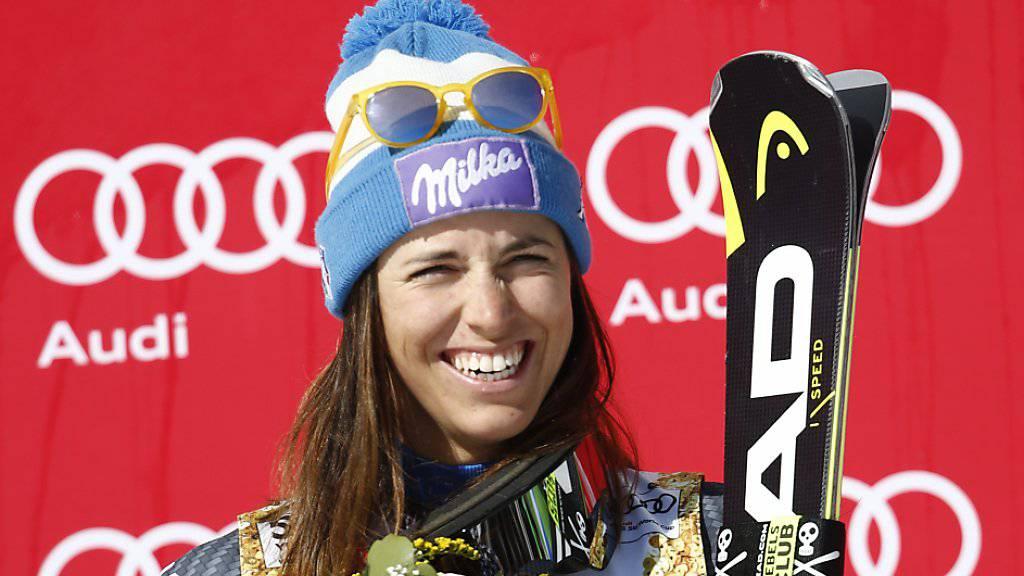 Da hatte Elena Curtoni nach ihrem 2. Rang beim Super-G in Crans-Montana noch gut lachen.