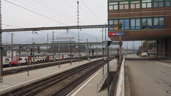 Vergangenheit – das Betriebszentrum Tannwaldstrasse (r.) – und Zukunft: Die neue Betriebszentrale (Bildmitte im Hintergrund).