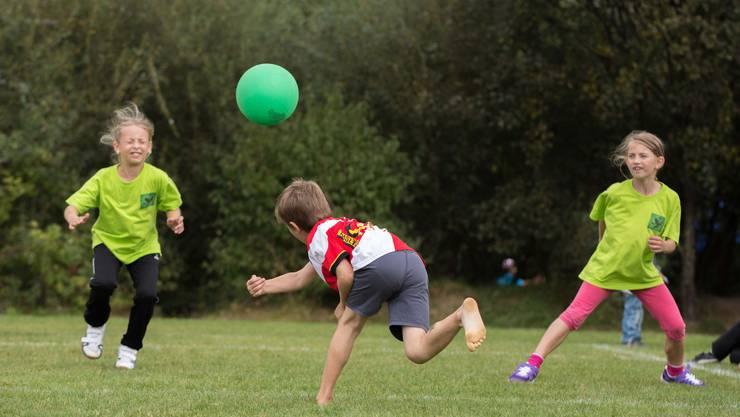 Spielen wie früher als Kind: Der Urban Sports Club organisiert Spiele für Erwachsene, welche sie aus dem Primarunterricht kennen.