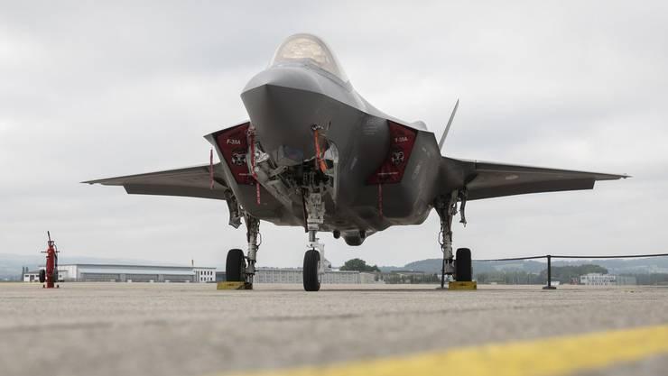 Wäre die Schweiz noch neutral, wenn sie den F-25 von Lockheed Martin kaufen würde? Sie wäre technisch jedenfalls von den USA abhängig.