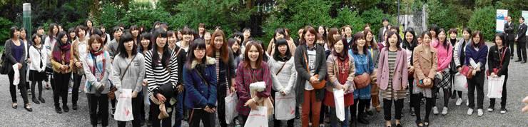 Die japanischen Studentinnen singen zum Dank ein Lied - Roger Kaysel ist gerührt(2)