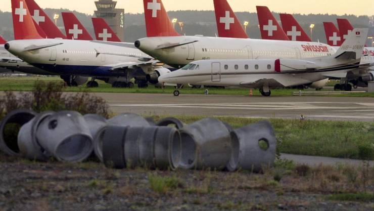 Für den Flugtreibstoff fehlte das Geld: Rund 260 Swissair-Maschinen und mit ihnen rund 19'000 Passagiere blieben am 2. Oktober 2001 am Boden.