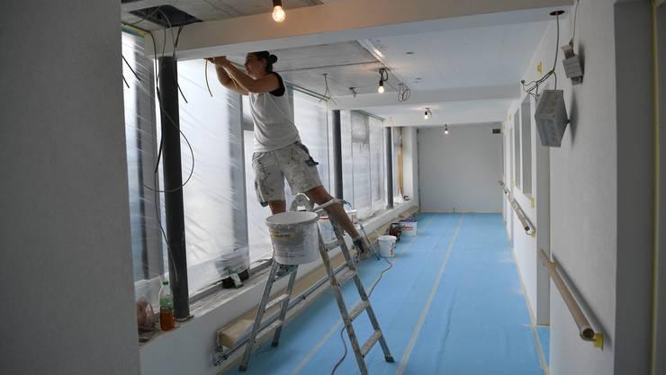 Die Malerarbeiten sind noch im Gang.