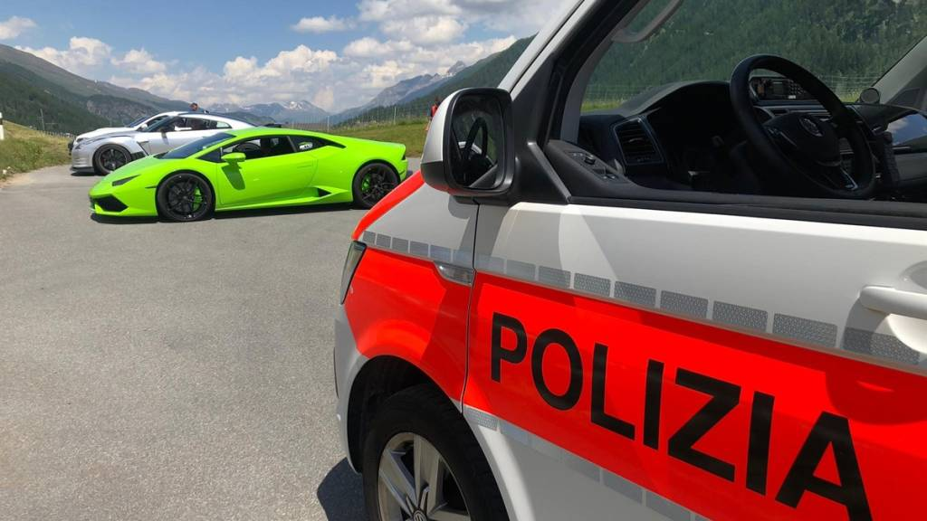 Bündner Polizei stoppt Raser und vier Schnellfahrer