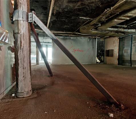 Im Bereich des Brandherds muss eine Betonstütze verstärkt werden.