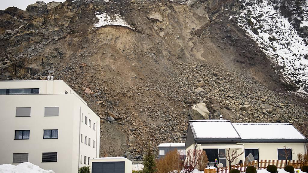 In Raron ereignete sich vor einer Woche ein Felssturz. Dutzende Menschen müssen weiter auf die Rückkehr in ihr Zuhause warten.