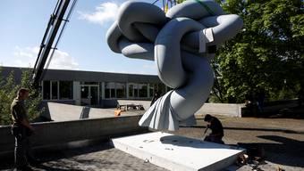 Fertig restaurierte Plastik «Objet Soleure» von Robert Müller wird wieder vor die Pädagogische Hochschule Solothurn gestellt